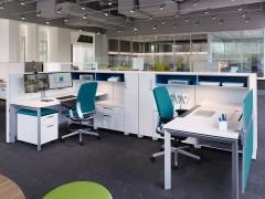 praca-zespolowa-w-biurze-4